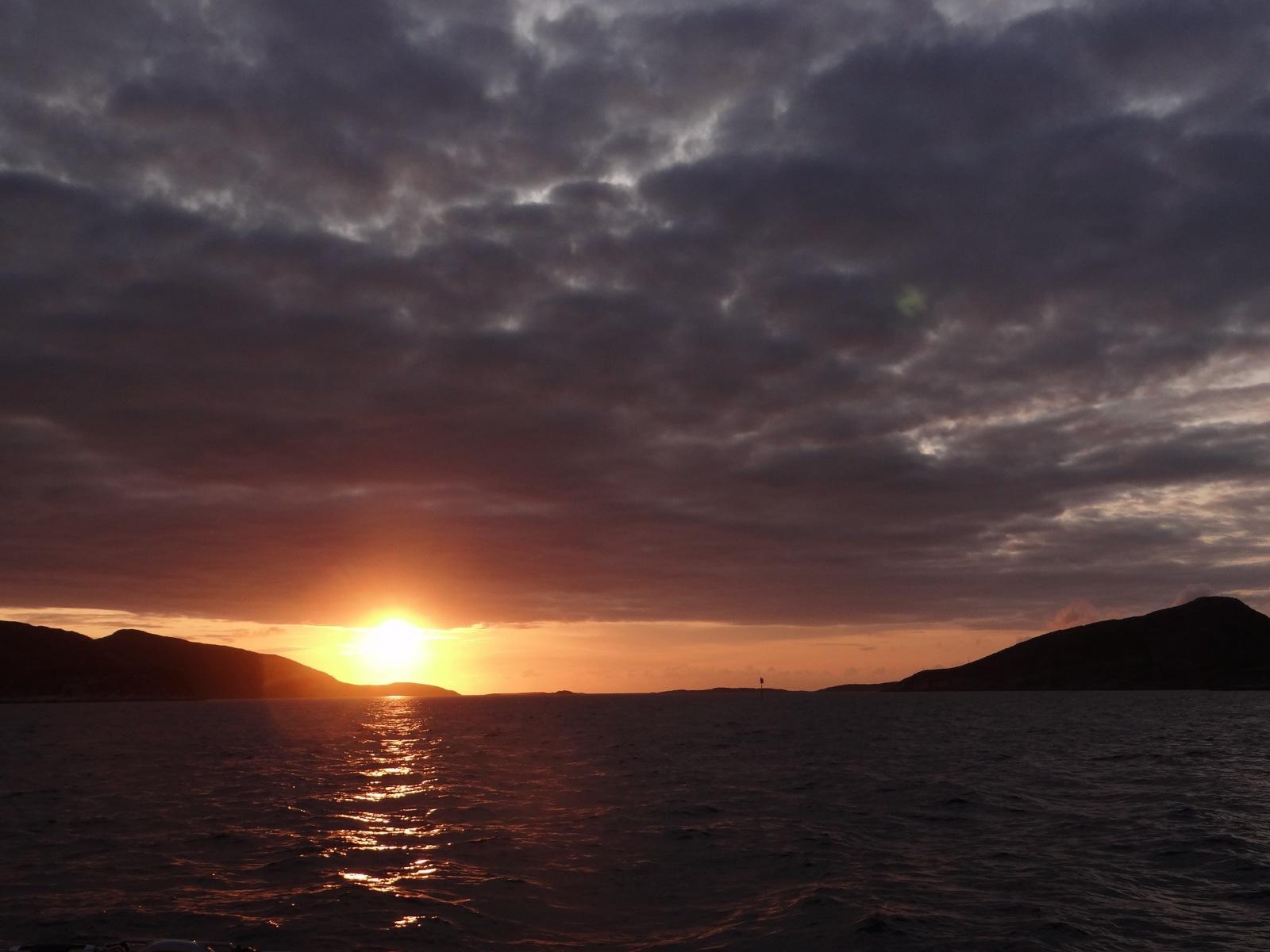 Sonnenuntergang zwischen den Inseln